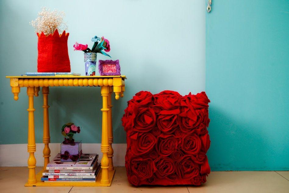 Personalize e renove o pufe básico e desgastado com flores de feltro - Casa e Decoração - UOL Mulher
