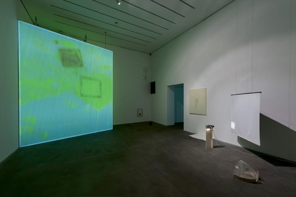 Ian Kiaer Artnews Com In 2020 Geometric Decor Yellow Painting Luminous Colours