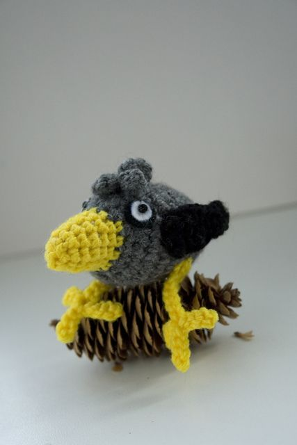 Free-handed this little Crow! Ready to make a murder of them : crochet | 640x427