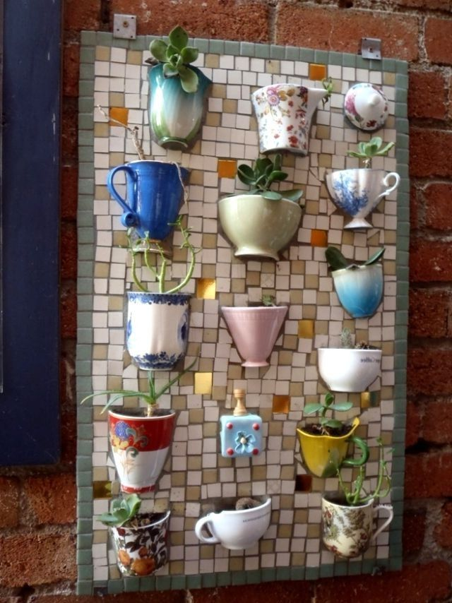 Sukkulenten In Korkstopsel Anlegen Eine Tolle Deko Idee , Gartendeko Idee Selber Machen Mosaik Alte Tassen Dekoidee
