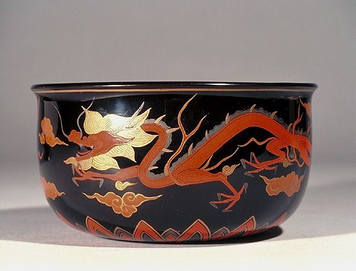 Jikiro Food Container with Dragons and Phoenixes in Lacquer Paint and Makie (Kyoto National Museum)