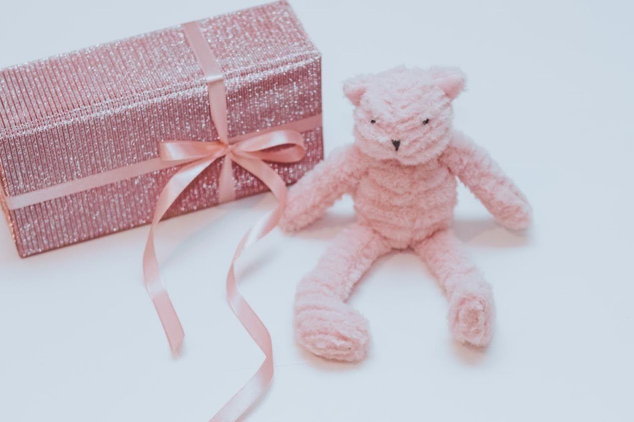 هدايا للبنات المخطوبين بأفكار جديدة ومناسبة لكل مقبلة على الزواج Best First Birthday Gifts First Birthday Gifts Best Baby Shower Gifts