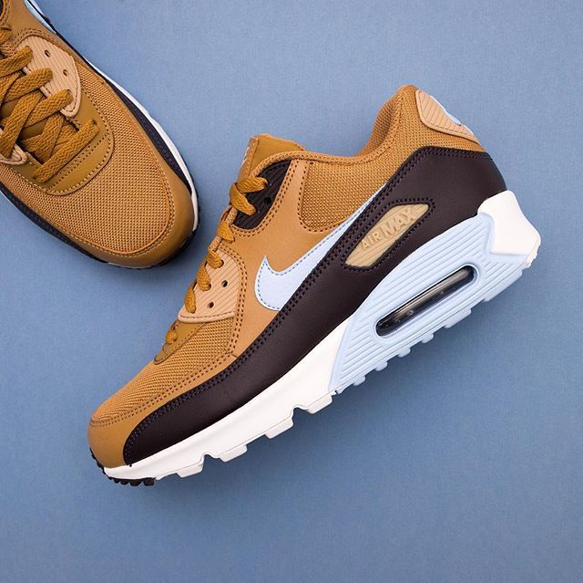 Mngder med frn nyheter frn med Nike, vad sgs om den hr Air Max 90 med   67d02e