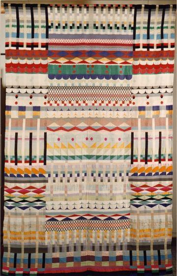 "Gunta Stölzl, ""Five Chöre"" (1928), jacquard weaving, cotton, wool, rayon, and silk (© St Annen-Museum / Fotoarchiv der Hansestadt Lübeck)"