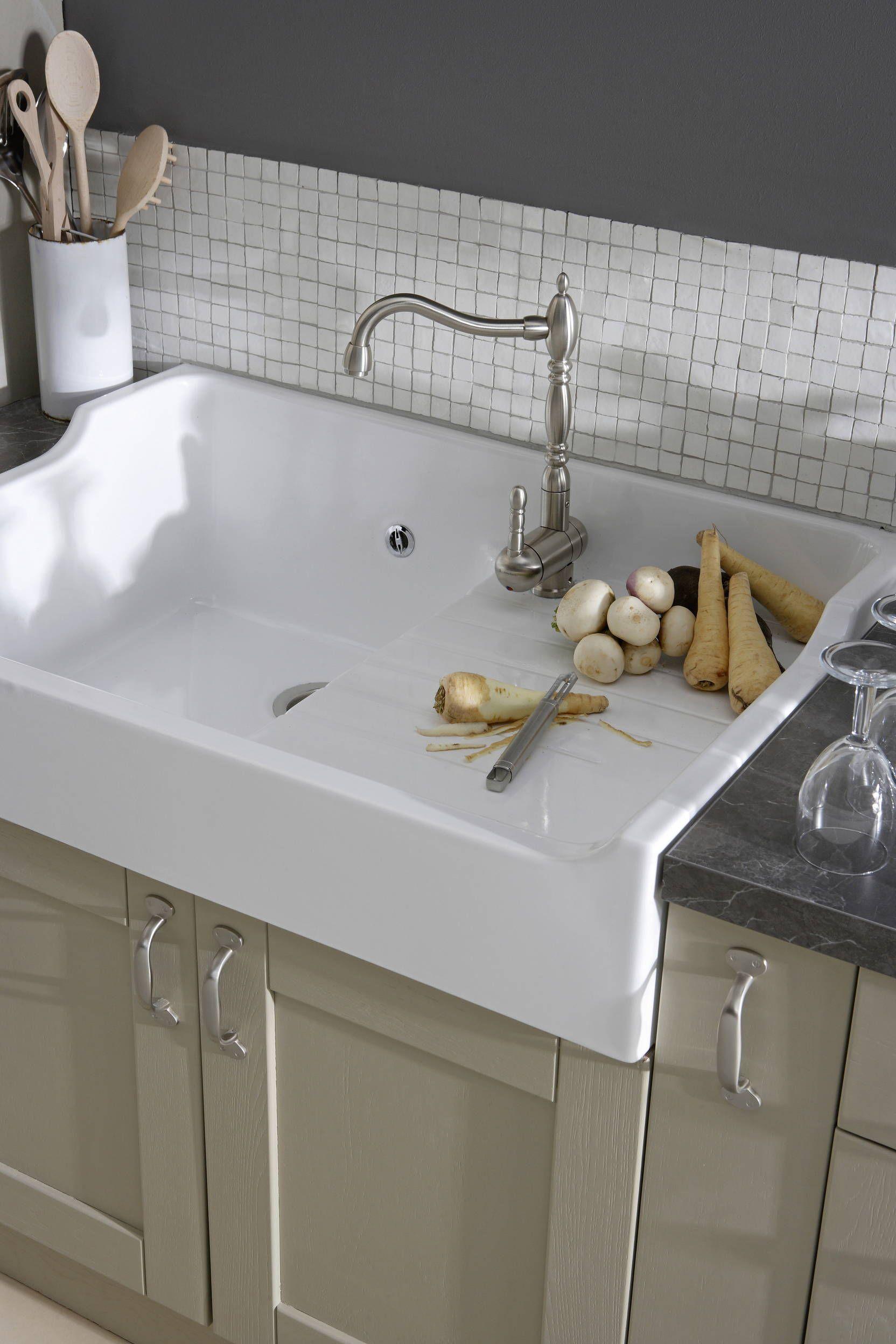 un ensemble harmonieux de l à vier et de la robinetterie cuisine