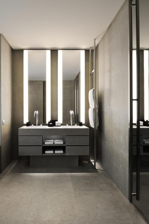 Armani hotel milano and bath luxury hotel for Design hotel milano
