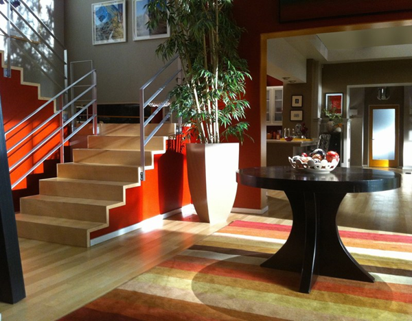 Modern Family Jay and Glorias Foyer The striped rug picks up