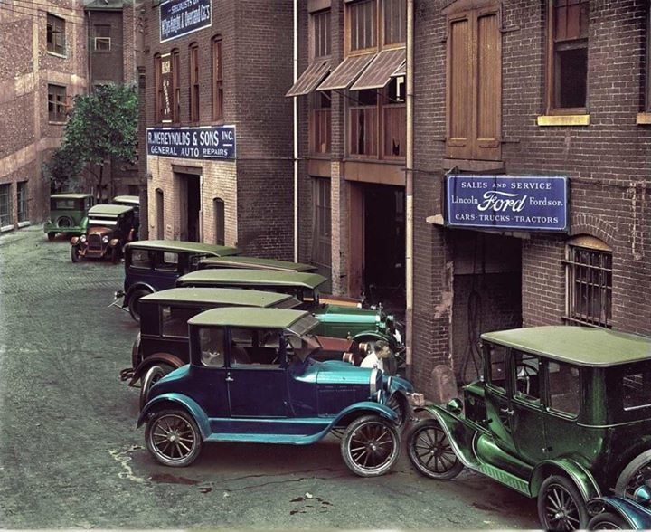 Ford Repair Shop Back Alley 1920 Vintage Cars Ford Classic Cars Ford Sales