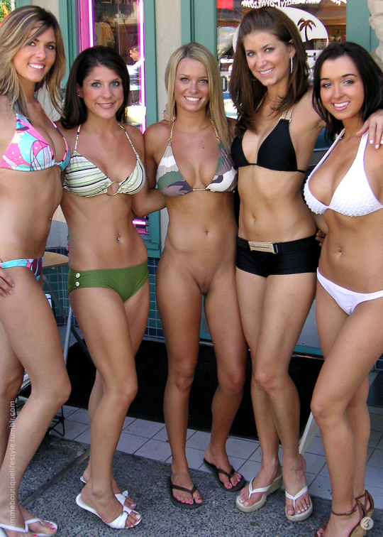 college-girls-bottomless-woman-in-group-better-sex