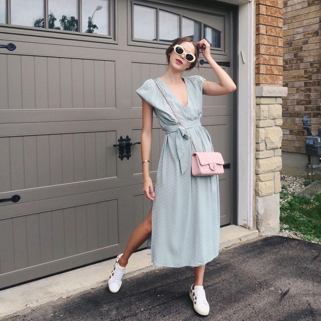 """11.1 mil Me gusta, 122 comentarios - Valeria Lipovetsky (@valerialipovetsky) en Instagram: """"Fact: I'm nicer when I like my outfit  #ootd #garageseries"""""""