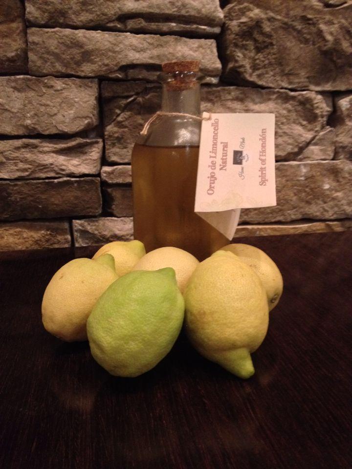 Limoncello Naturale HomeMade, elaborato in forma artigianale utilizzando ingredienti di prima qualità e Limoni non trattati, privo di additivi, coloranti, conservanti ed esaltatori di sapore. Tempo di Macerazione 70 giorni...