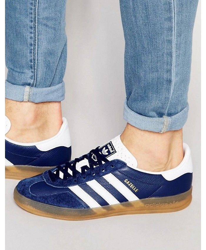 separation shoes e3402 7456c Adidas Gazelle Mens Trainers In Blue White with gum sole