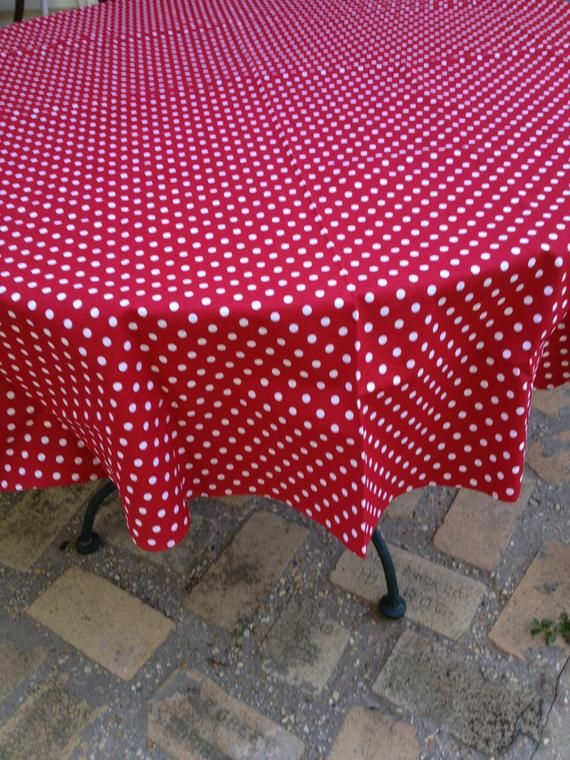 """RED ONLY Basic Round Tablecloth 70/"""" Round"""