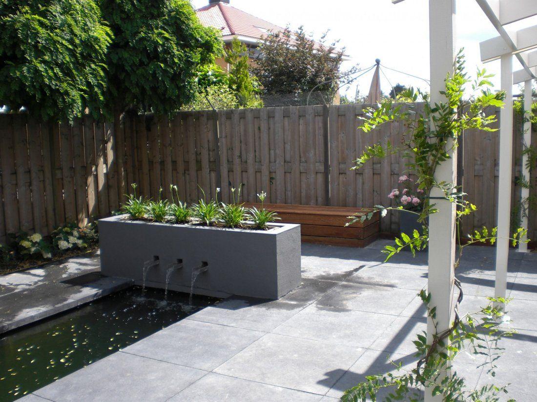 Moderne tuin met waterelement en overkapping garden for Moderne tuin met overkapping