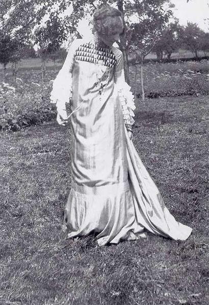 Emilie Flöge, sack dress designed with Gustav Klimt, 1906