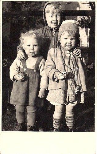 AK Foto : Ein Junge gibt seinen Freunden einen aus | eBay