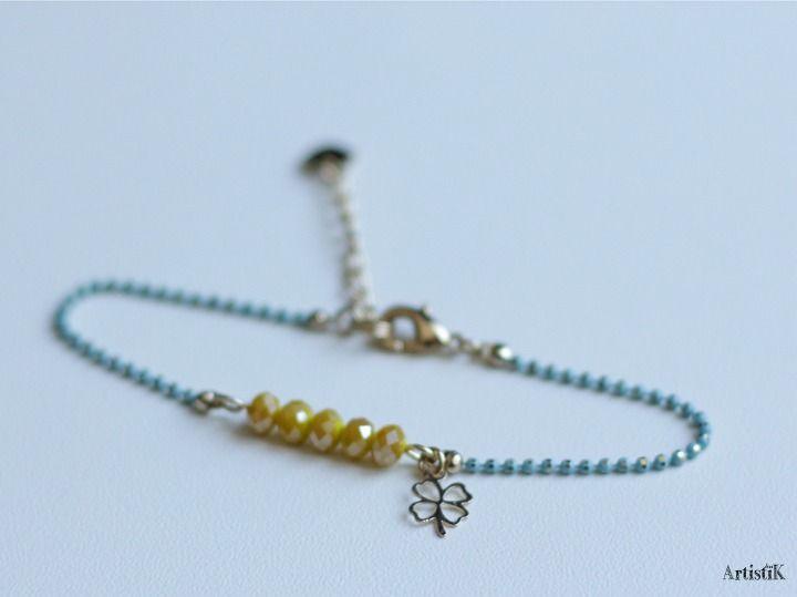 03507316e56 Bracelet porte bonheur trèfle dorée bleu pastel perles jaunes fin romantique  dynamique   Bracelet par artistik