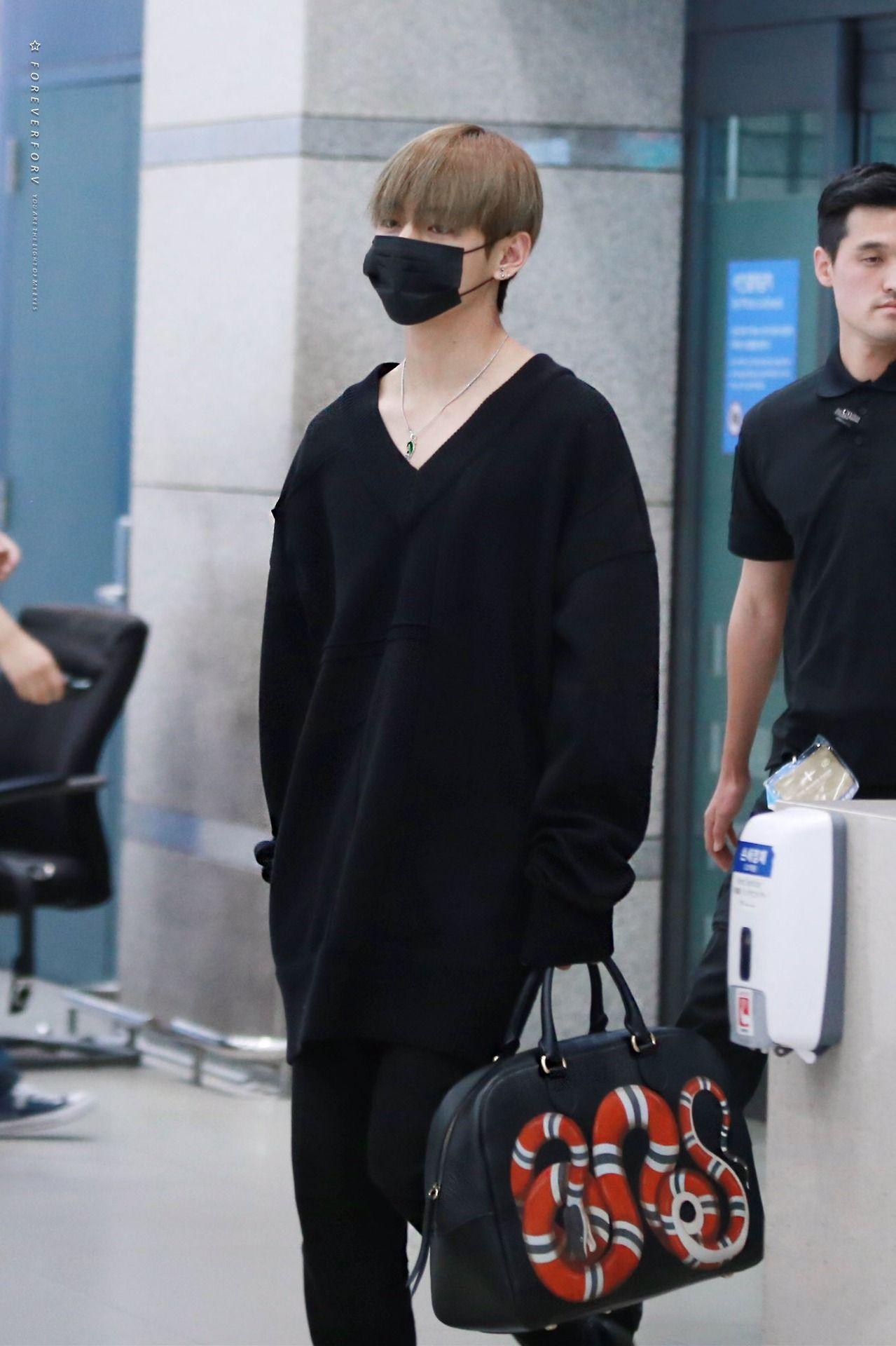 The Gucci Bag Just Bts Taehyung Taehyung Gucci Kim Taehyung Taehyung