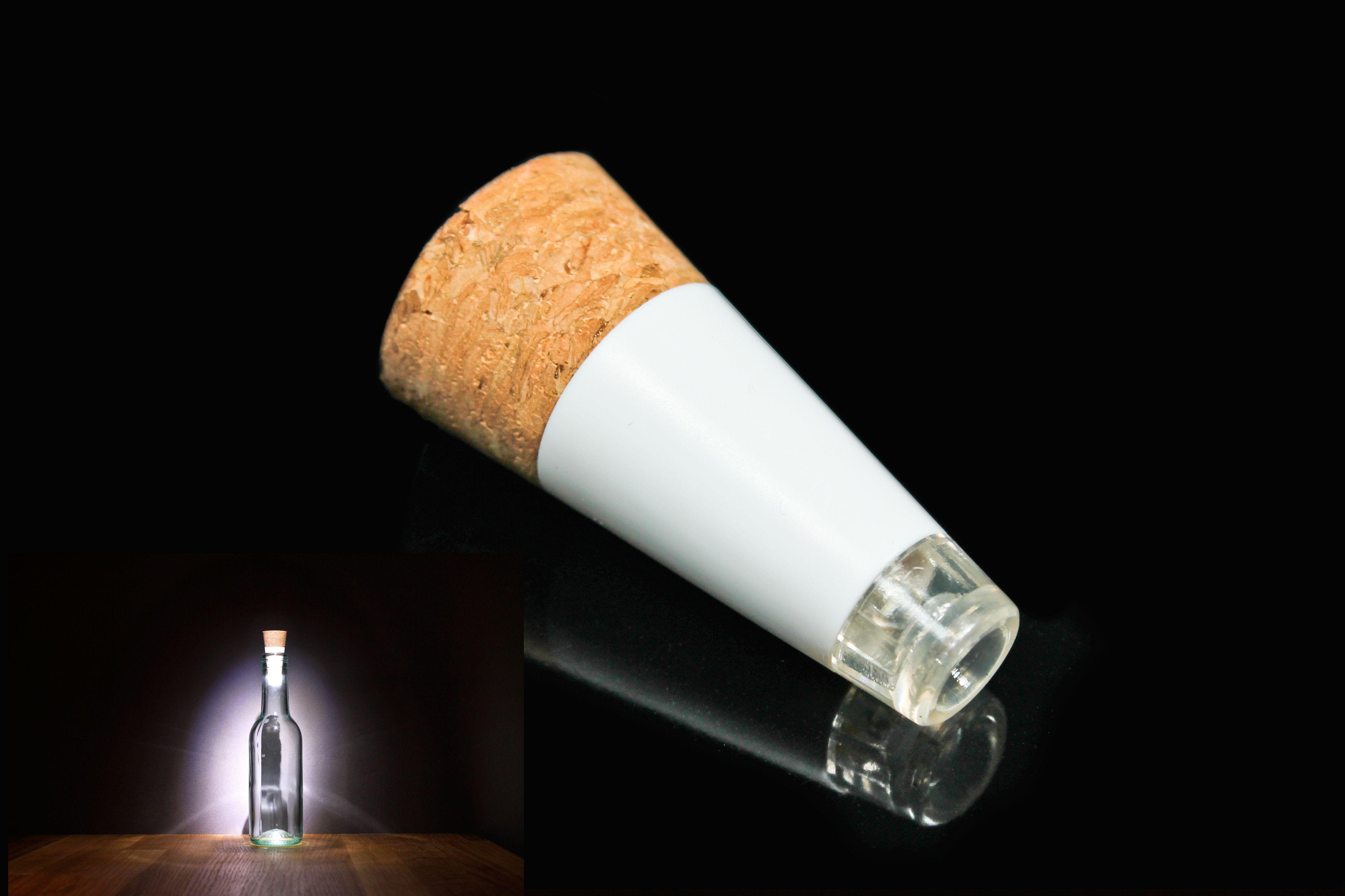 Convierte tu botella favorita en una lámpara con Bottlelight, carga el USB, colócala en la botella como un corcho, enciéndela y listo. Diseño de Steve Gates.