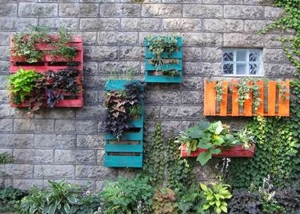 Jardín vertical | Manualidades | Pinterest | Pallets, Patios and Yards
