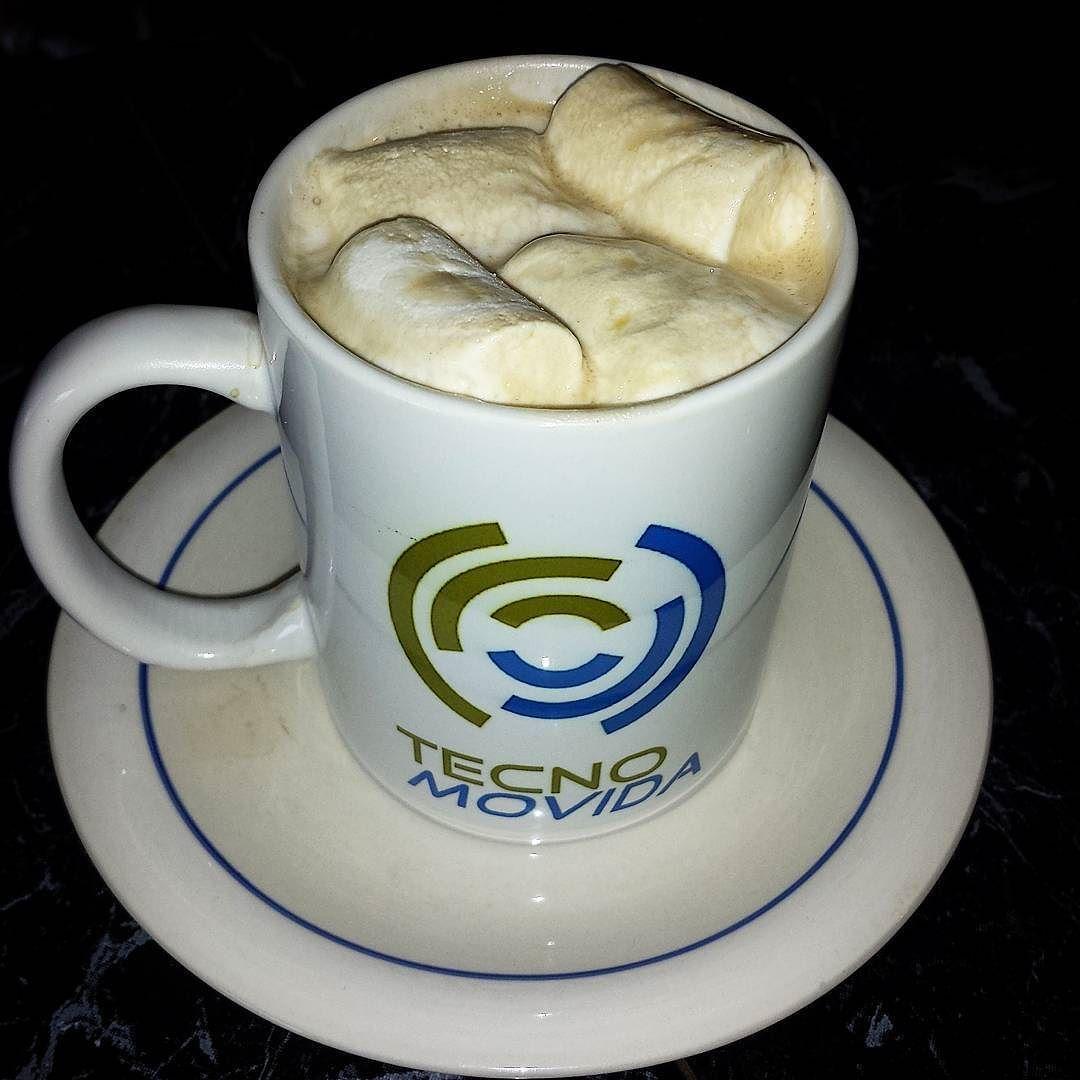 Esponjosos los Marshmallows en el café negro de @amadahycafe  para la merienda de las 4 pm