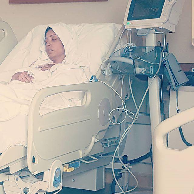 الفنانة البحرينية صابرين بورشيد تتعرض لانتكاسه أثناء العلاج تدخلها العناية المركزة Ahmed Burshaid دعائك لها بالشفا High Chair Furniture Home Decor