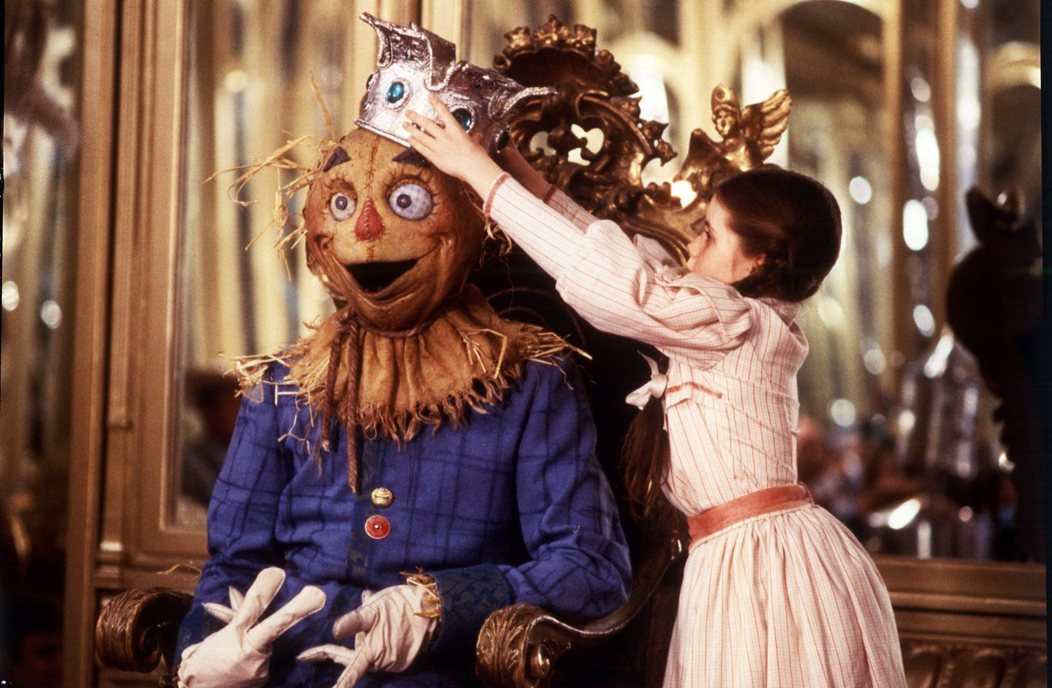 I love the Scarecrows face in this pic... Return to Oz   Return to ...