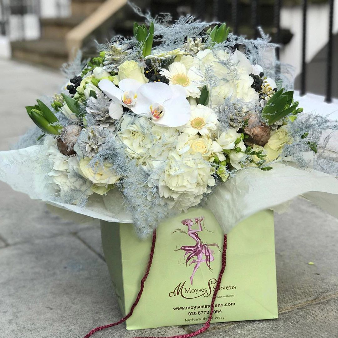 Pin By Moyses Stevens On Stunning Bouquets Flowers London Luxury Flowers Flower Delivery