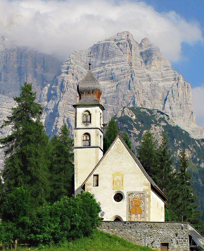 Antica chiesa di Santa Fosca di Cadore, Val Fiorentina (Belluno)   #TuscanyAgriturismoGiratola