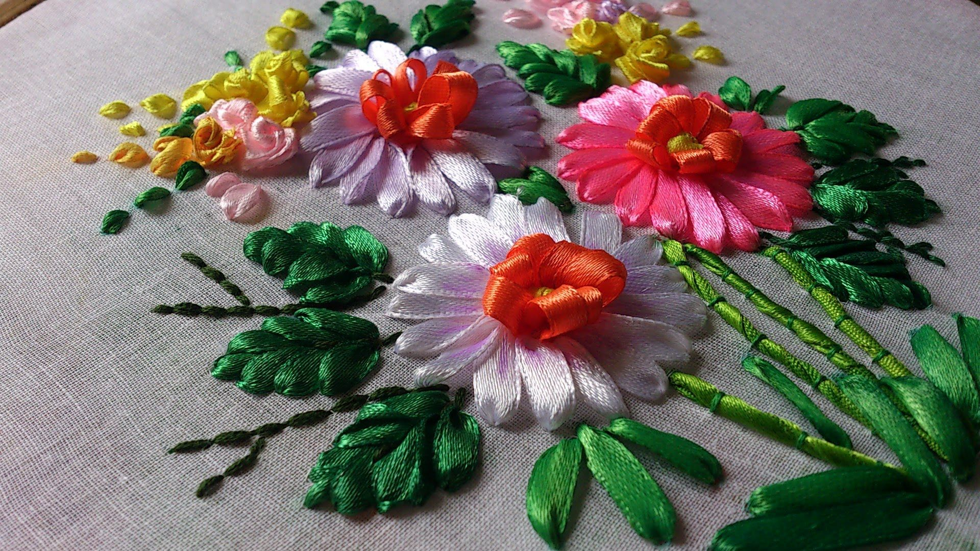 Embroidery of maki with ribbons in master classes (photo)