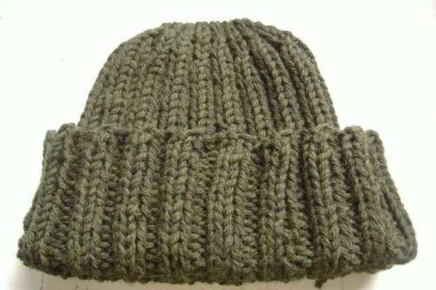 15a92ae7c9f21 Sombreros de lana  Fotos de patrones y diseños - Tradicional gorro de lana  en color