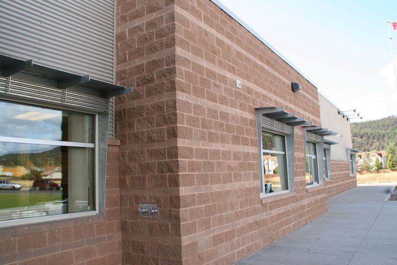 We Explain The Different Styles Of Concrete Blocks Concrete Blocks Brick House Designs House Plans Farmhouse