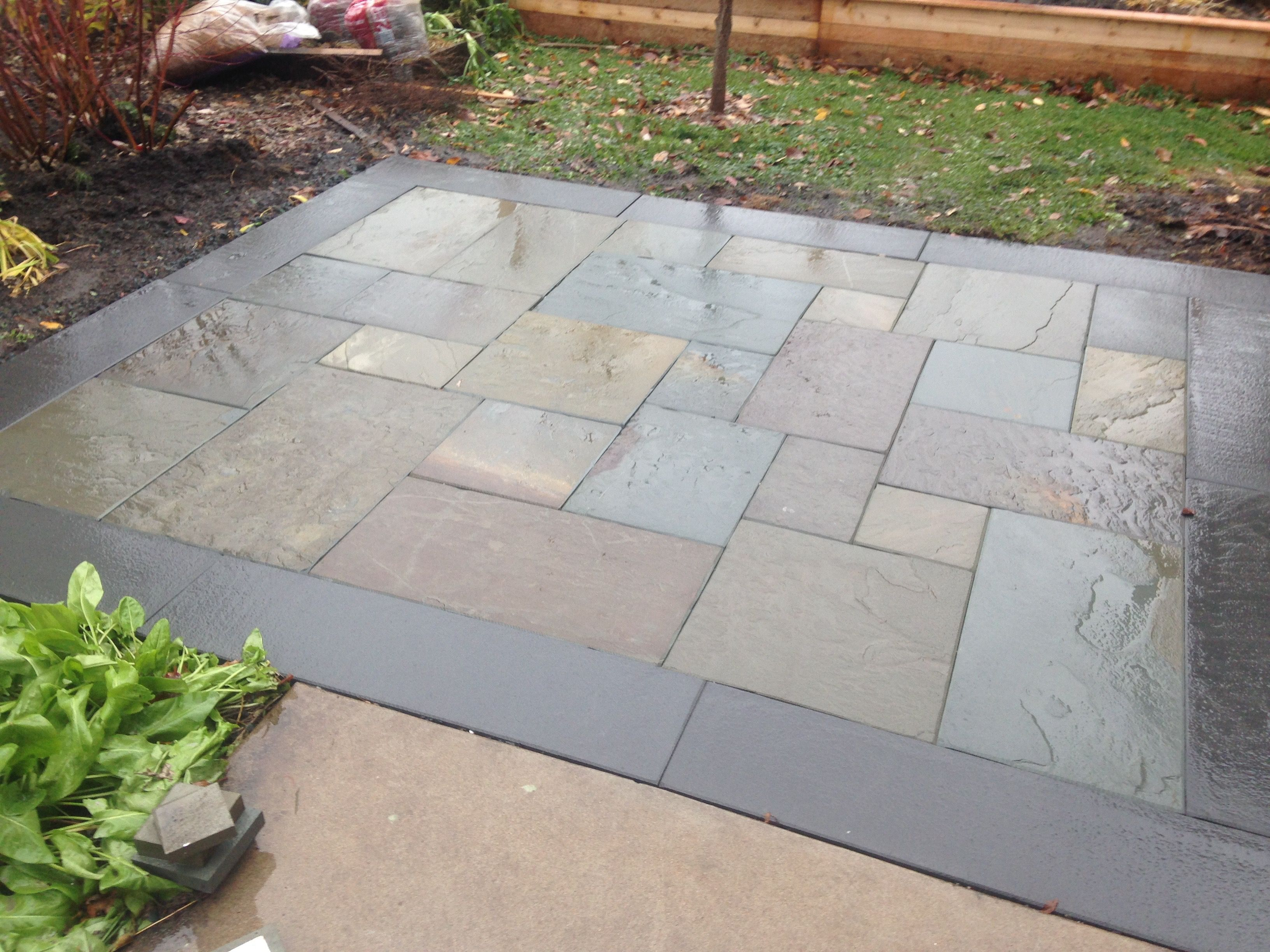 Full color bluestone patio with thermal border 736p for Bluestone porch
