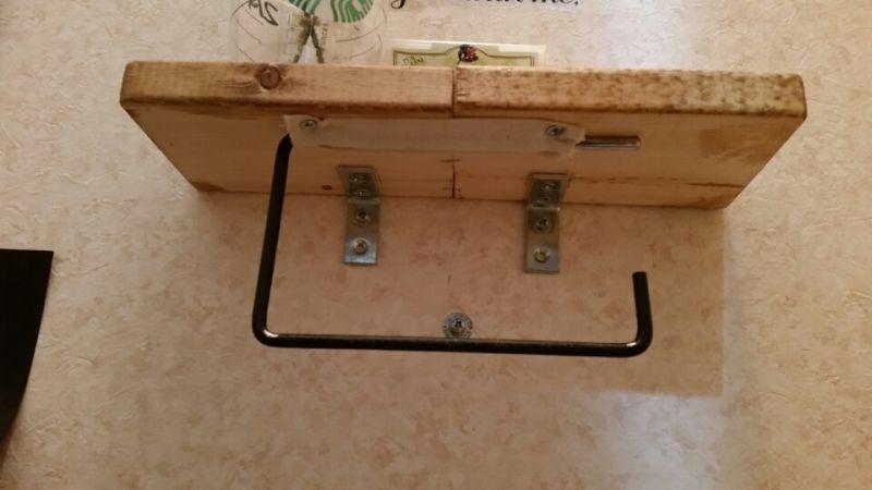 賃貸のトイレットペーパーホルダーをダイソータオルハンガーでリメイク トイレットペーパーホルダー Diy トイレットペーパーホルダー トイレ収納 Diy