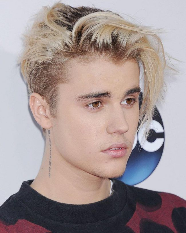 Side Swept Bangs With Darkened Roots Justin Bieber Long Hair Justin Bieber Blonde Hairstyles Justin Bieber