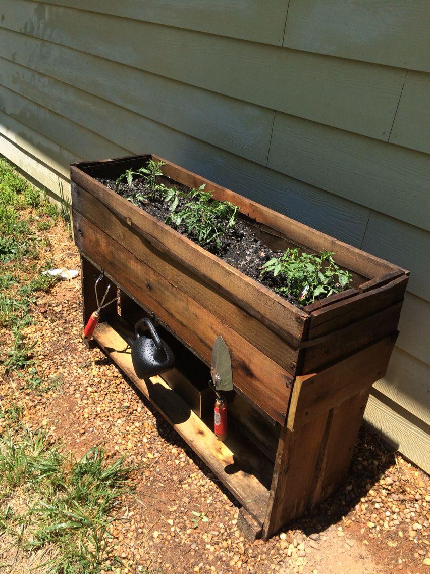 Pallet Wood Planter! Tomato Planter! DIY Planter! Raised