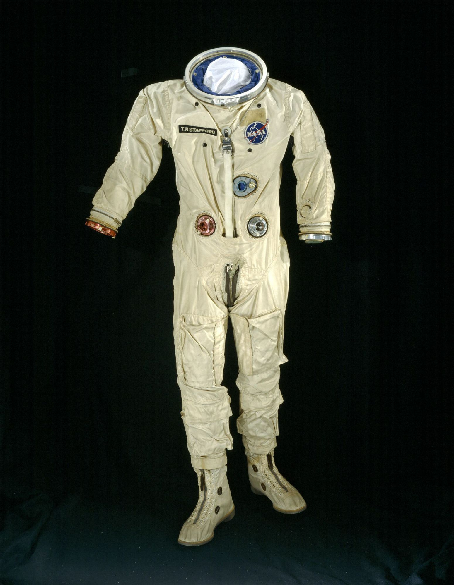 thomas p stafford wore this spacesuit on gemini ix a mission launched june 3 1966  [ 1550 x 2000 Pixel ]