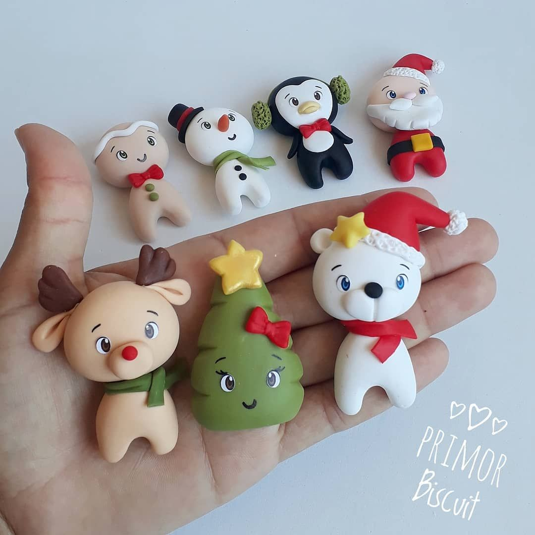 Arte Em Biscuit Para Festas On Instagram Bom Dia Onatalvemai Enfeitesdenatal Plumas De Navidad Porcelana Fría Navidad Decoracion Navidad Manualidades