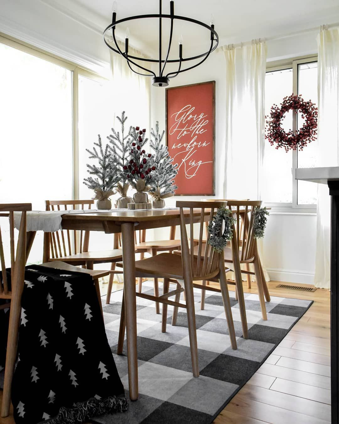 Decorate Your Dinning With These Lovely Christmas Chair: Perfect Dining Table For A Small Dining Room