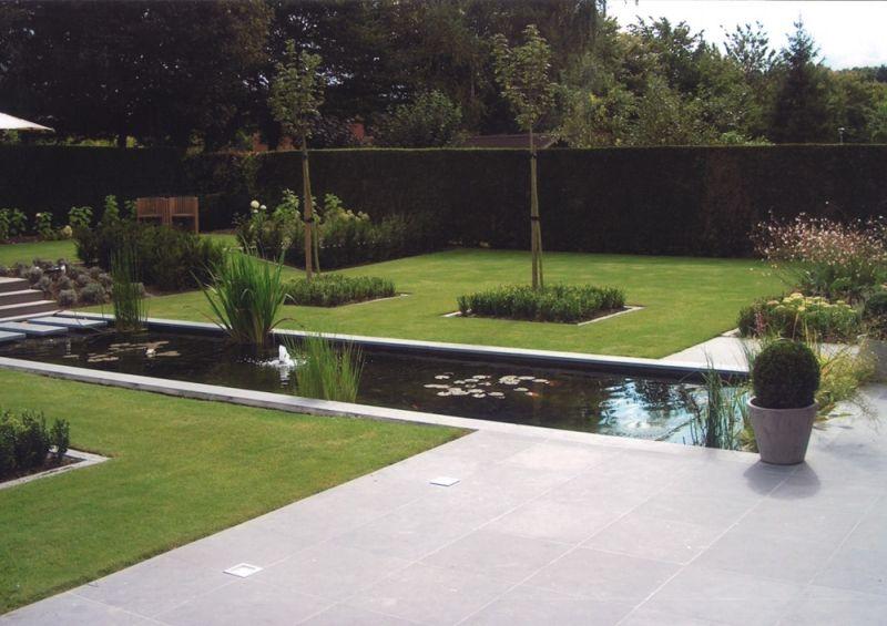 Strakke vijver in het gras tuin idee n pinterest for Betonnen vijver aanleggen