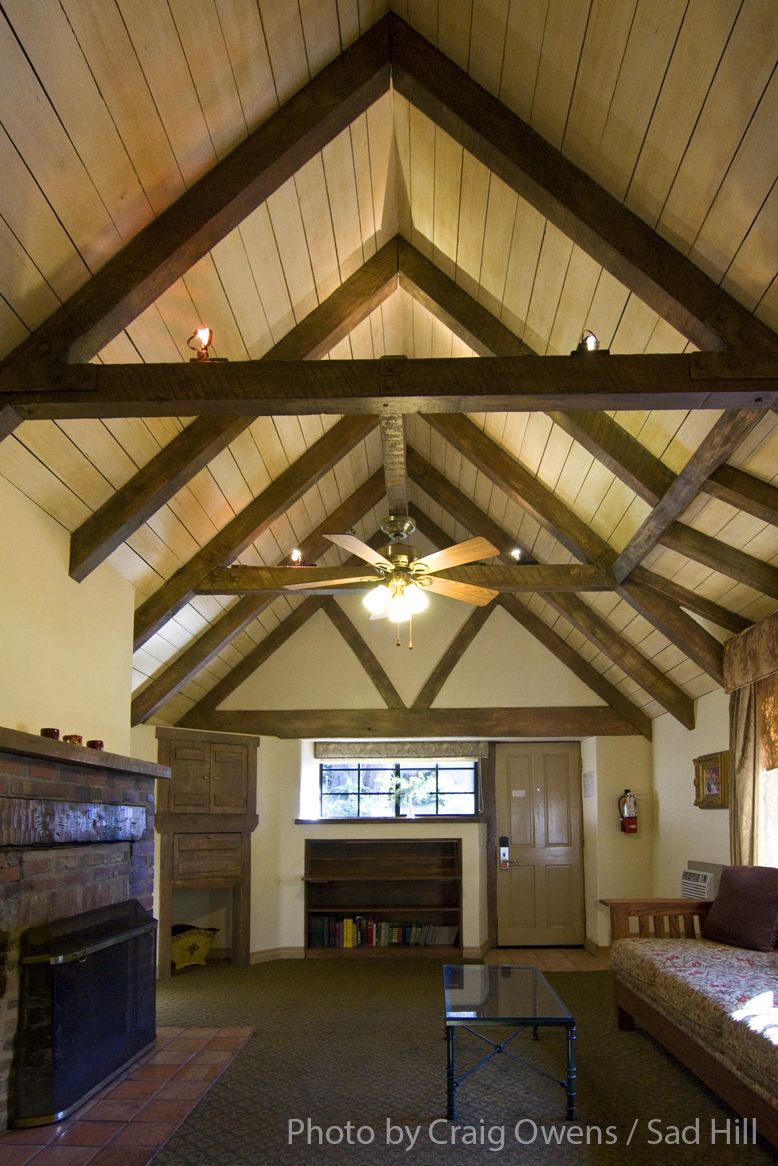 Interior of the Pierpont Inn\'s larger Rose Garden Cottage. Ventura ...