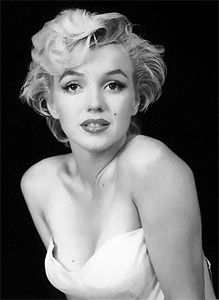 "Coiffure à la ""Marilyn Monroe"""