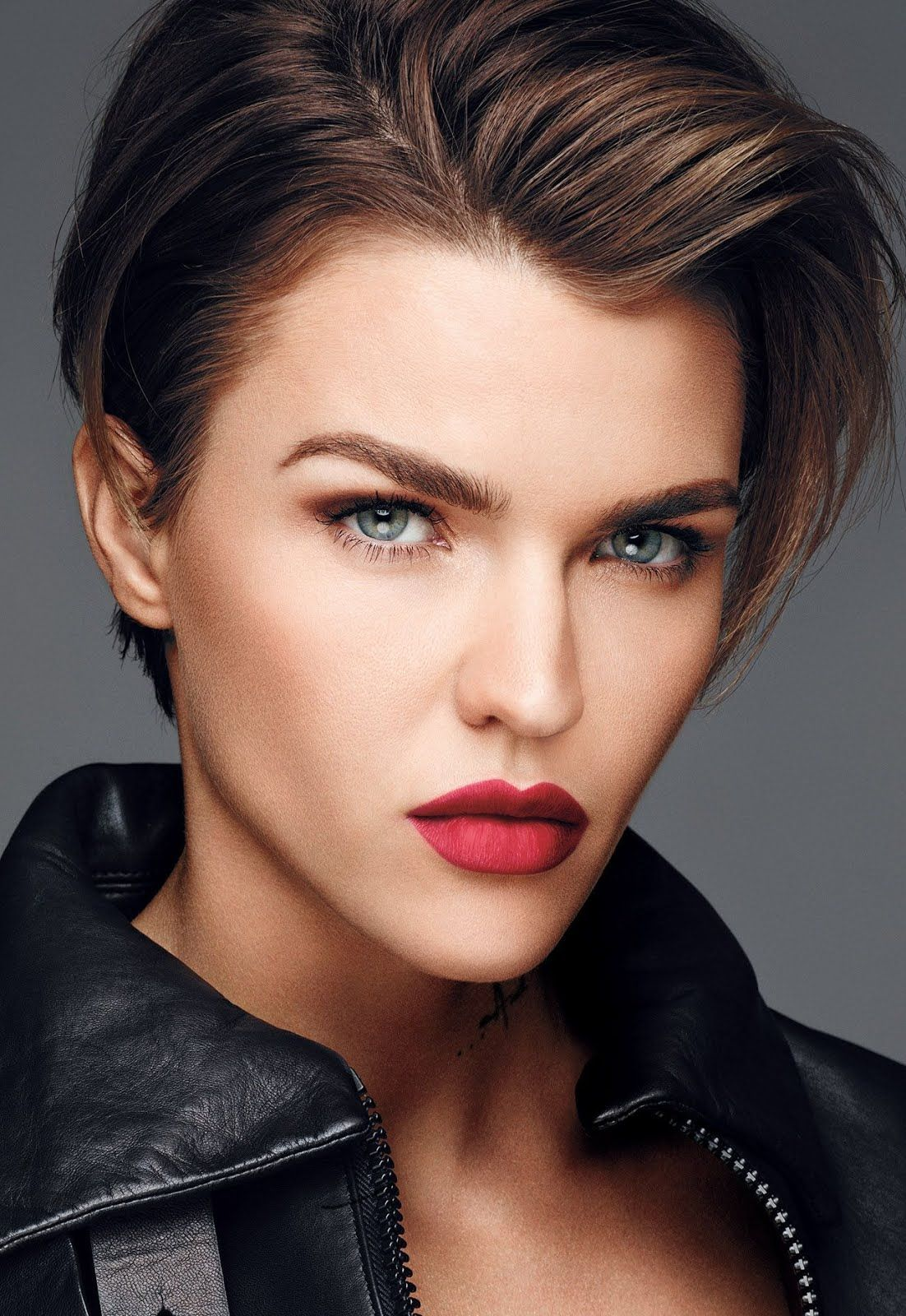 Top 10 Lesbians Celebrities  Hottest Lesbians Actress From Around The World - Top 10 Ranker In 2020  Ruby Rose Hair, Ruby Rose Haircut, Short -5766