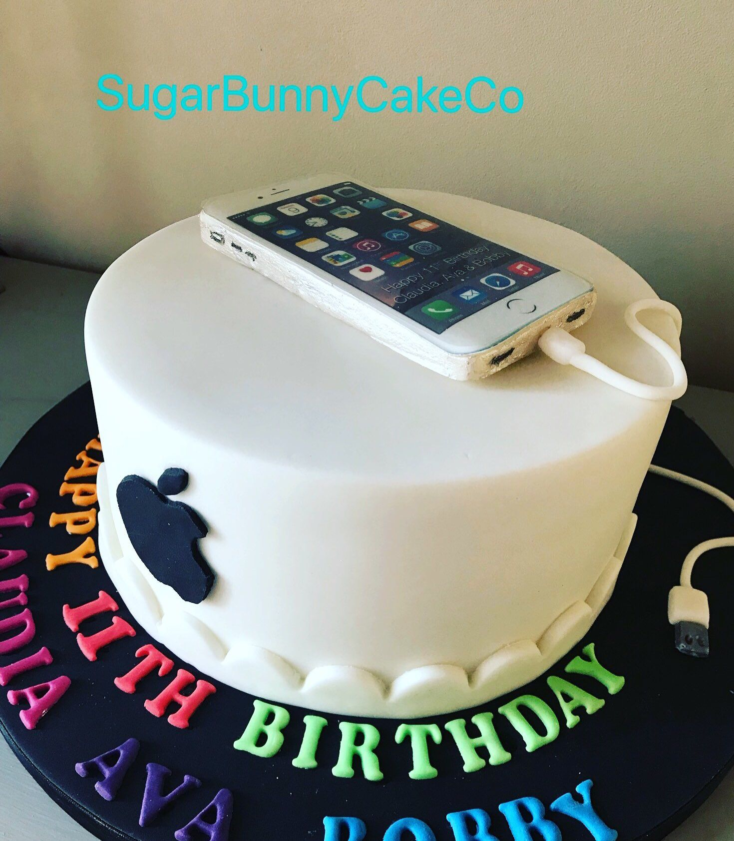 iphone logo cake design Apple iphone cake  2th birthday cakes, Birthday cakes for teens