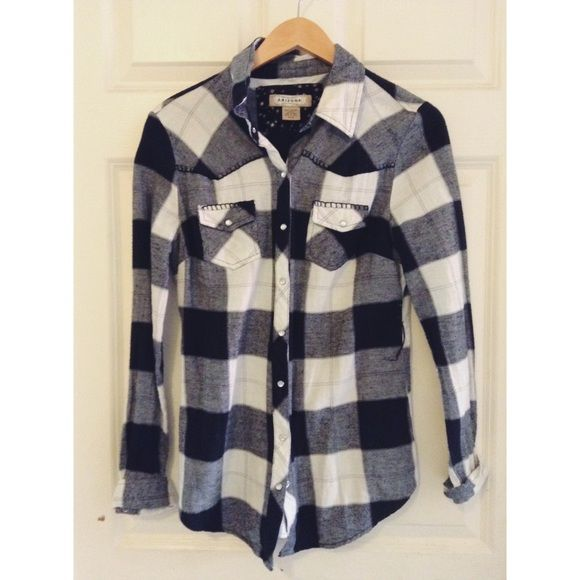 Plaid long sleeve shirt Black, white and gray. 2 front pockets, worn only once Arizona Jean Company Tops Button Down Shirts