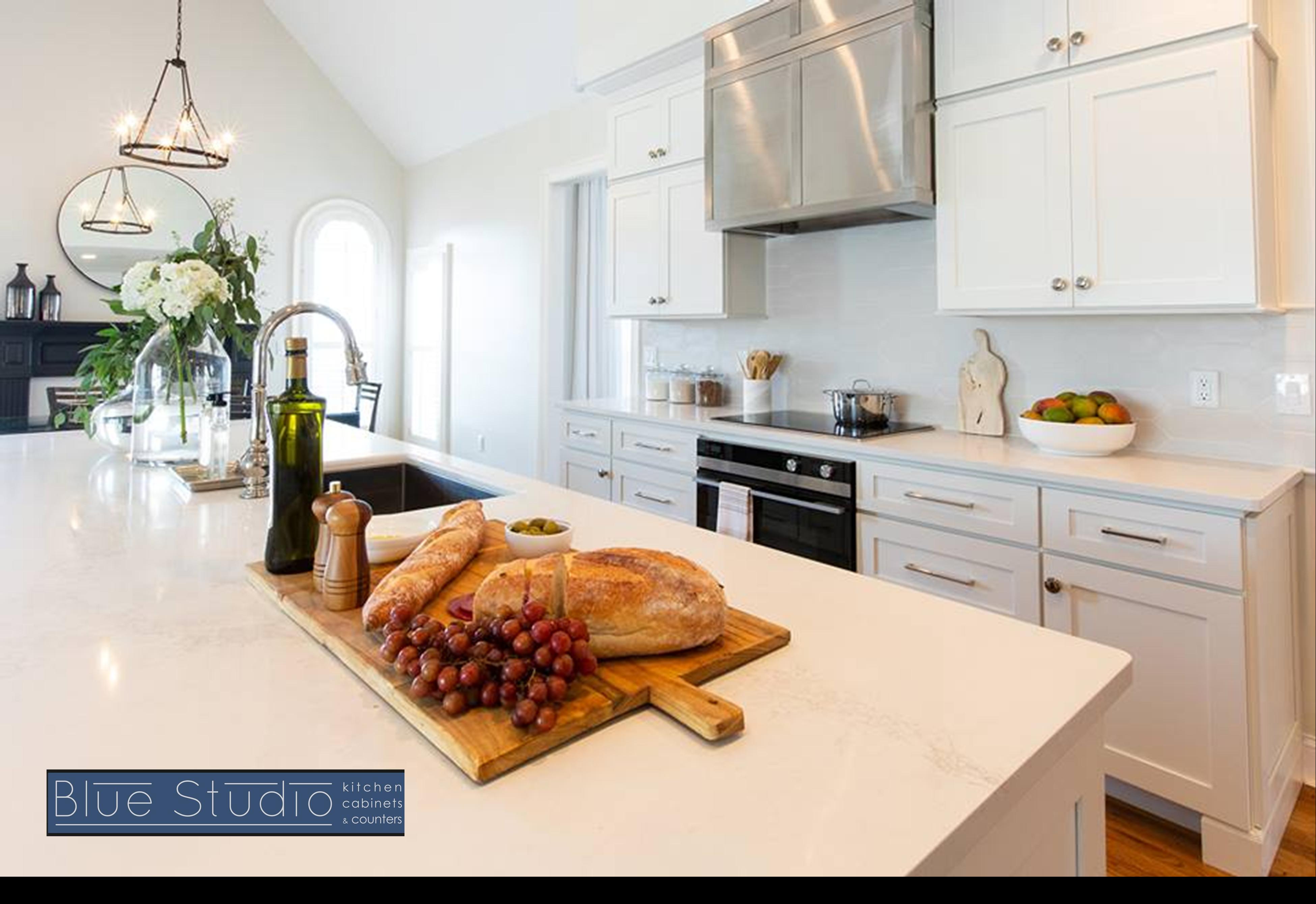 Check Us Out On Facebook Kitchendesign White Countertops Kuchendesign Kuchenprodukte Arbeitsflachen