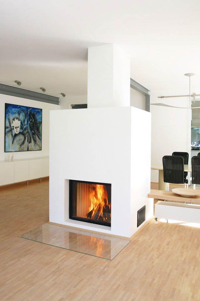 der einseitig offene kamineinsatz von spatherm varia sh steht als freier block in dem. Black Bedroom Furniture Sets. Home Design Ideas