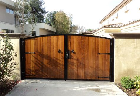 Wood Fencing and Gate Contractor Orange County, CA Residential and