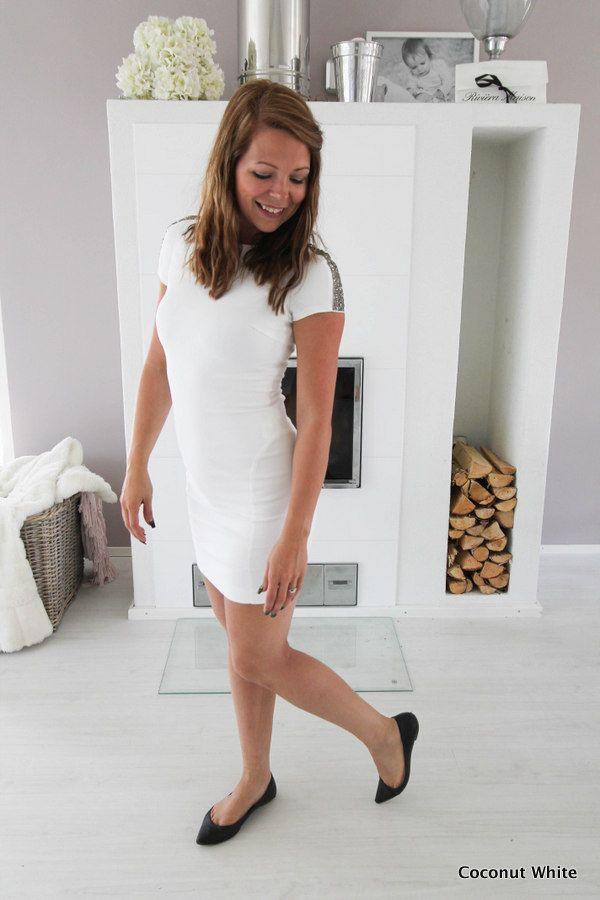 Coconut White: Zaran valkoinen mekko ristiäisissä