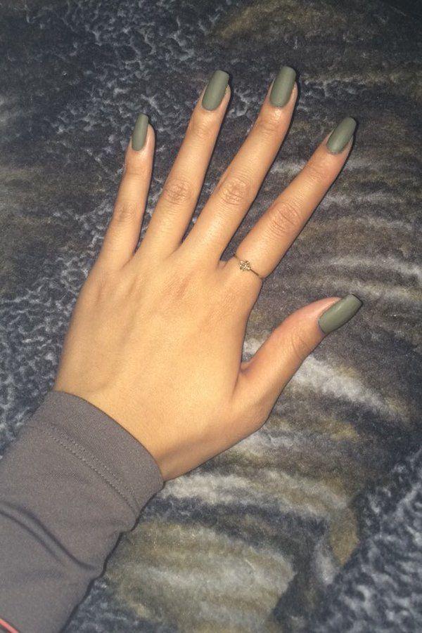@khloekardashian although I do my own nails here is my mani (olive green + matte) #kokonailsitpic.twitter.com/gfXOFh7PDE
